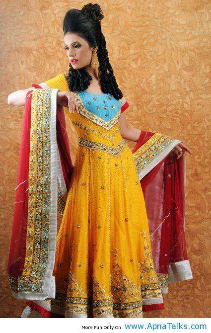 Mehndi Function Dresses : Mehndi apnatalks
