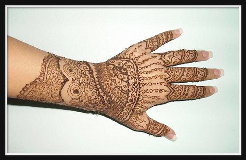 Mehndi Quotes Images : Geometric tattoos foot hand arm women henna mehndi design ▻